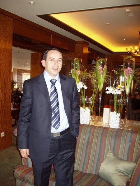 Dattis Bond, 46, Geneve, Switzerland