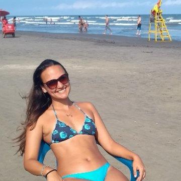 Karolina Carvalho, 28, Peruibe, Brazil