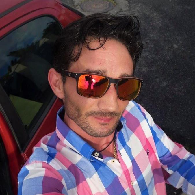 Julián, 40, Almonte, Spain
