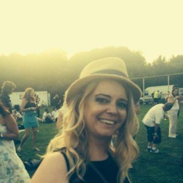 karina, 35, Barnsley, United Kingdom