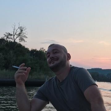 Matteote Osmani, 30, Venezia, Italy