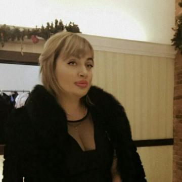 Daina Petrosky, 35, Houston, United States