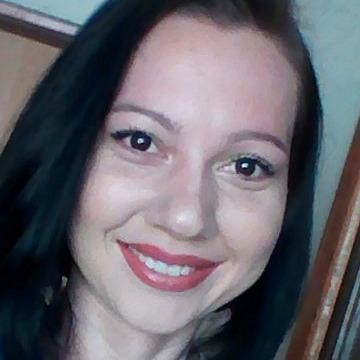 Leticia Moraes, 32, Uberlandia, Brazil