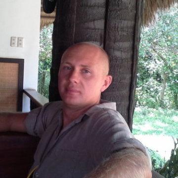 Sasha Spartak, 37, Verona, Italy