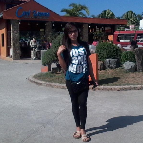 GENALYN LLAGUNO, 30, Tondo, Philippines