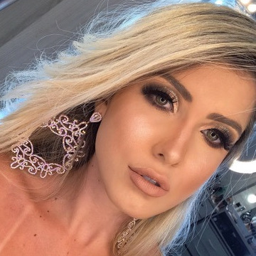 Karolaine Fraga, 20, Porto Alegre, Brazil