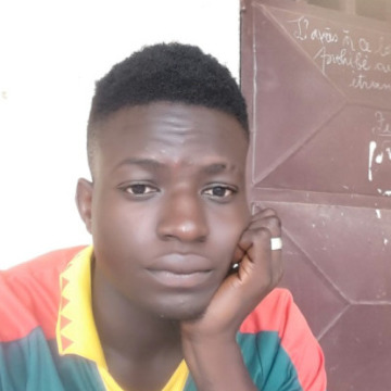 Desange, 25, Limbe, Cameroon