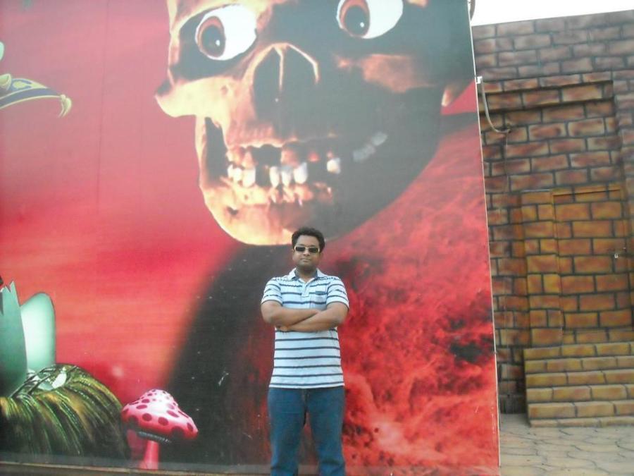 Faisal, 40, Dhaka, Bangladesh