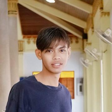 Toey' Cheatta, 25, Samut Prakan, Thailand