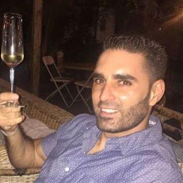Erson Gürson, 38, Istanbul, Turkey