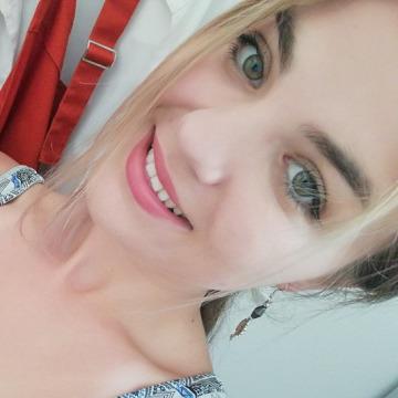 Elena, 23, Cesenatico, Italy
