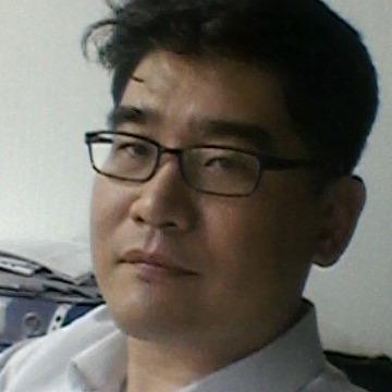 James, 41, Seoul, South Korea