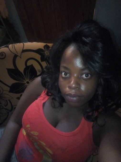 Dee Dee Mukonyo, 20, Mombasa, Kenya