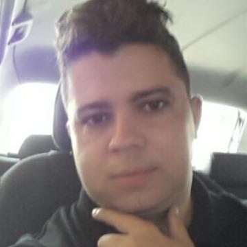Elton Duarte, 35, Uberlandia, Brazil