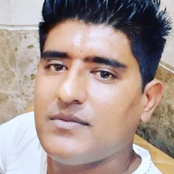 Hayat, 27, Dubai, United Arab Emirates