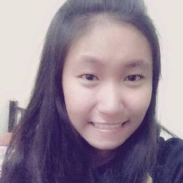 Oraphan Phromman, 22, Chiang Khan, Thailand