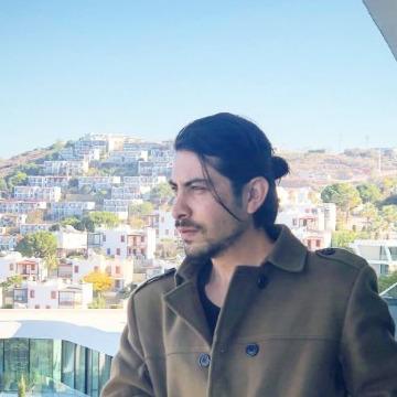 İbrahim Yüksel, 31, Istanbul, Turkey
