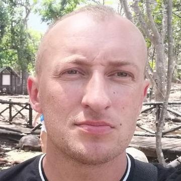 Andrew  Onufrak, 30, Ivano-Frankivsk, Ukraine