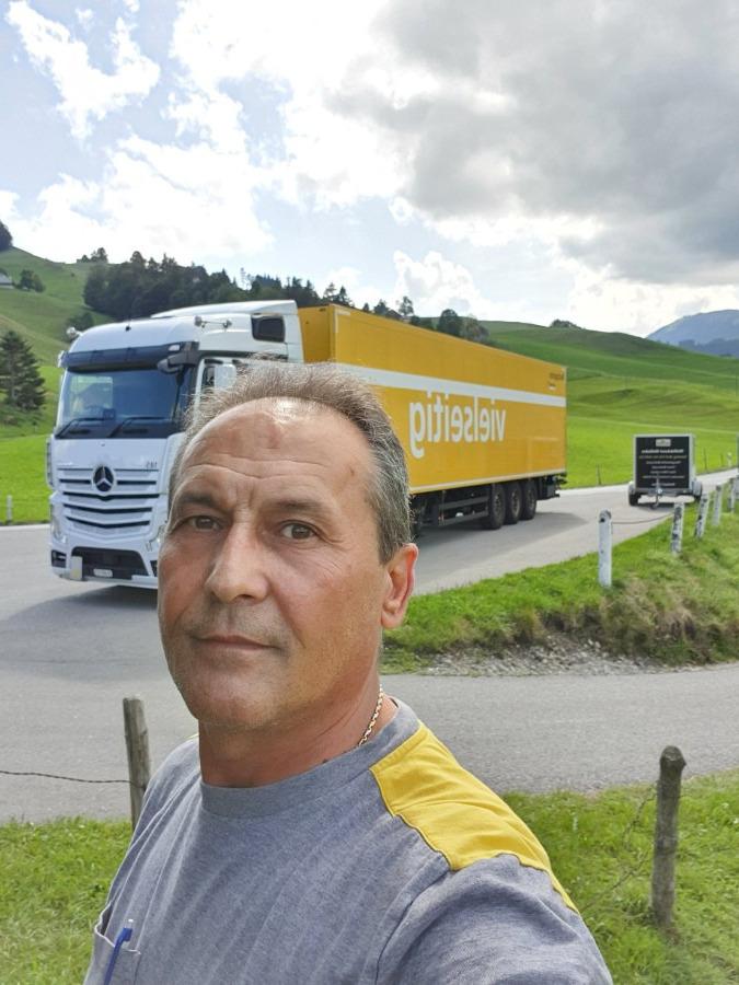 Veap, 50, Zurich, Switzerland