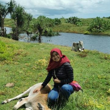 Dewi Tumarzena, 25, Bandung, Indonesia