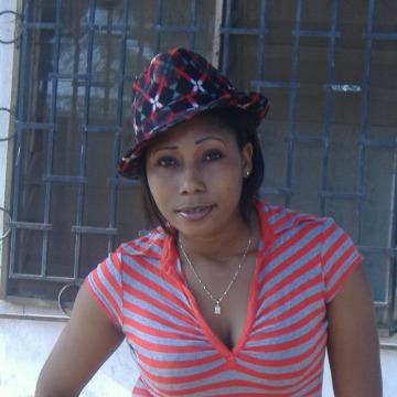 Valentine, 31, Lome, Togo
