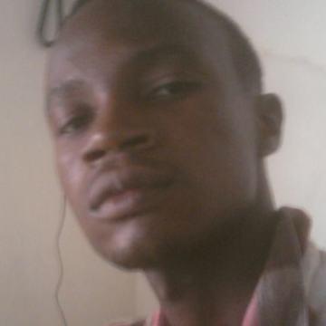 brell, 30, Lome, Togo