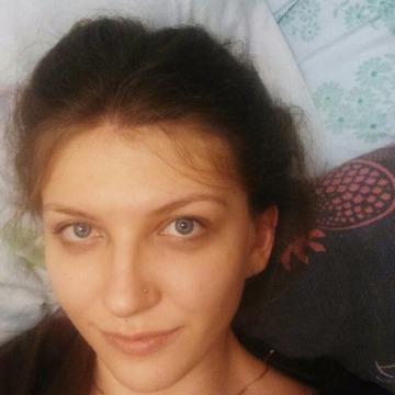 Jenni Bond, 28, Toronto, Canada