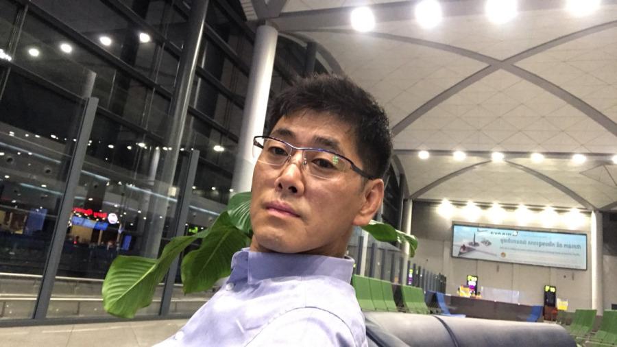 Jun, 50, Seoul, South Korea