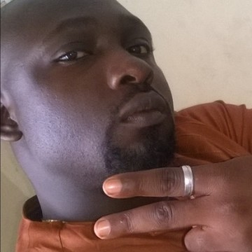devine, 34, Douala, Cameroon
