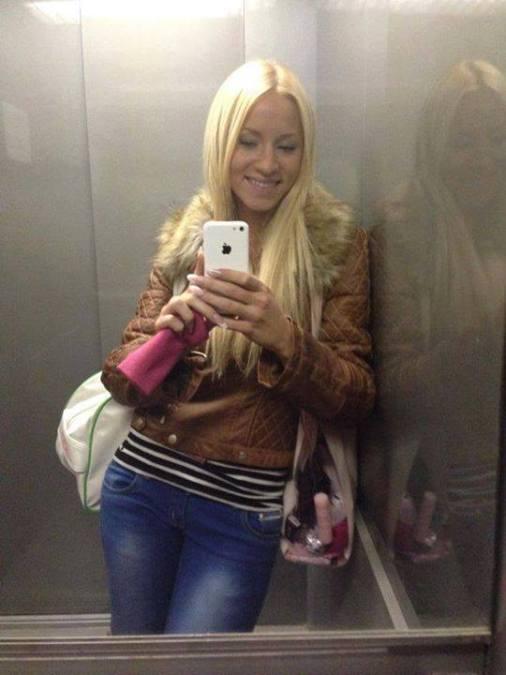 laurie, 27, Dives, France