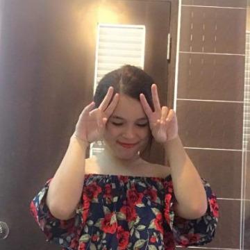 Nadia, 21, Dubai, United Arab Emirates