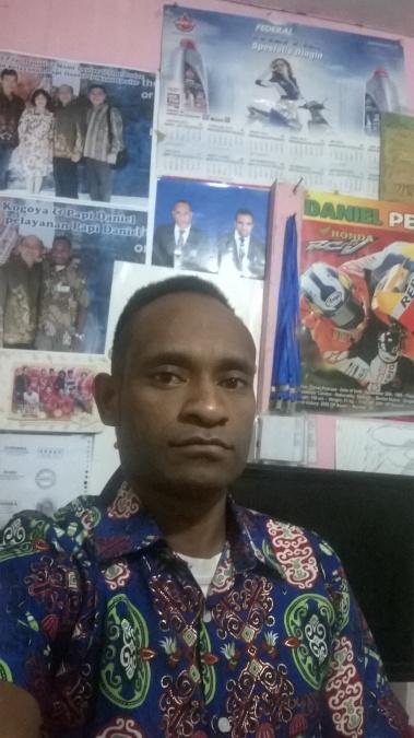 Ketron Eyongga, 28, Surabaya, Indonesia