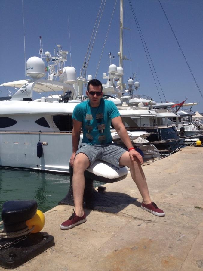 Josu, 34, Logrono, Spain