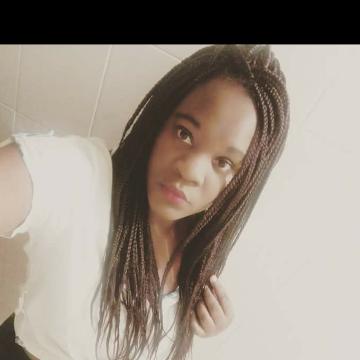 Laura, 28, Nairobi, Kenya
